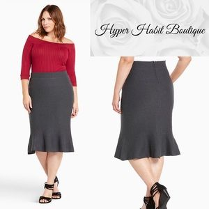 SWEATER TRUMPET PENCIL SKIRT (Size 4/26)